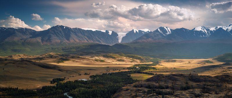 панорама, вид, пейзаж, природа, горы, вершины, хребет, степь, долина, снег, ледники, камни, скалы, высокий, большой, широкий, красивая, Алтай, Сибирь, Россия, река, путешествие, желтый, зеленый, голубой, далекий, panorama, view, landscape, nature, mountai Панорама Северо-Чуйского хребта / View of the North-Chuya ridgephoto preview