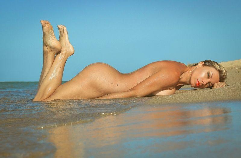 море,лето, песок, девушка, ню..рассвет.. Утренний бриз....photo preview