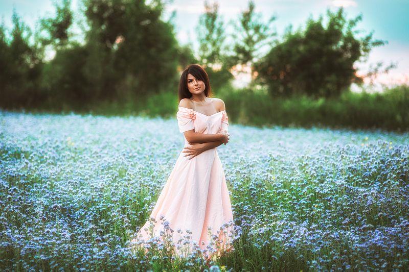 portrait,model,flowers,summer,genre,портрет,модель,лето,цветы В цветущих поляхphoto preview
