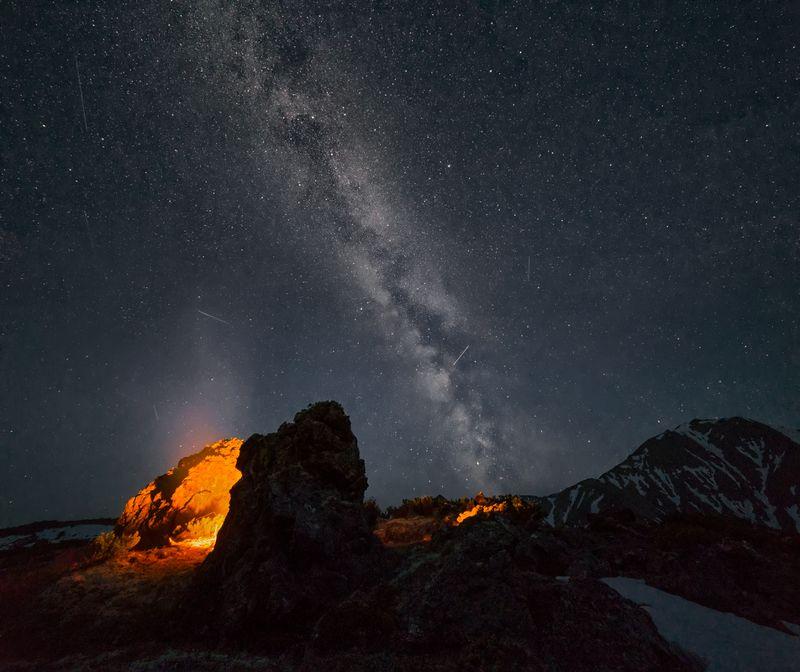 камчатка,вулкан,пейзаж, россия,ночь,звезды,млечныйпуть,персеиды,горы,путешествие,фототур Пробуждение вулканаphoto preview