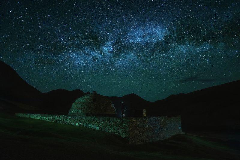 киргизия, кыргызстан, средняя азия, горы, ущелье, скалы, пейзаж, лето, млечный путь, каньон, ночь, звезды, караван-сарай Сны древнихphoto preview