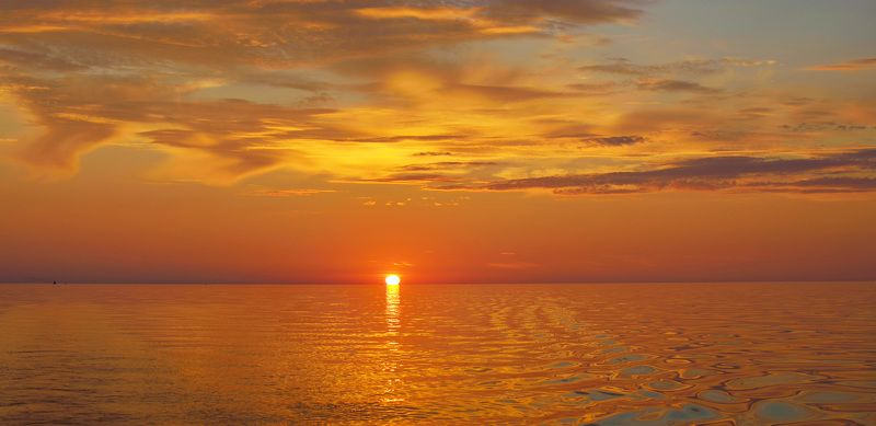 закат, онего По морю расплавленной медиphoto preview