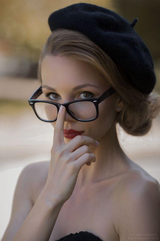 девушка, французский стиль, портрет, взгляд, образ, очки Frenchyphoto preview