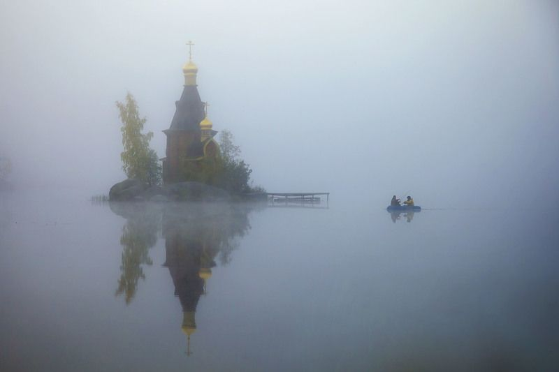 церковь утро туман река вода небо рыбаки ***photo preview