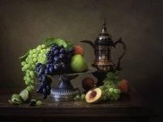 Натюрморт с фруктами и восточным кувшином