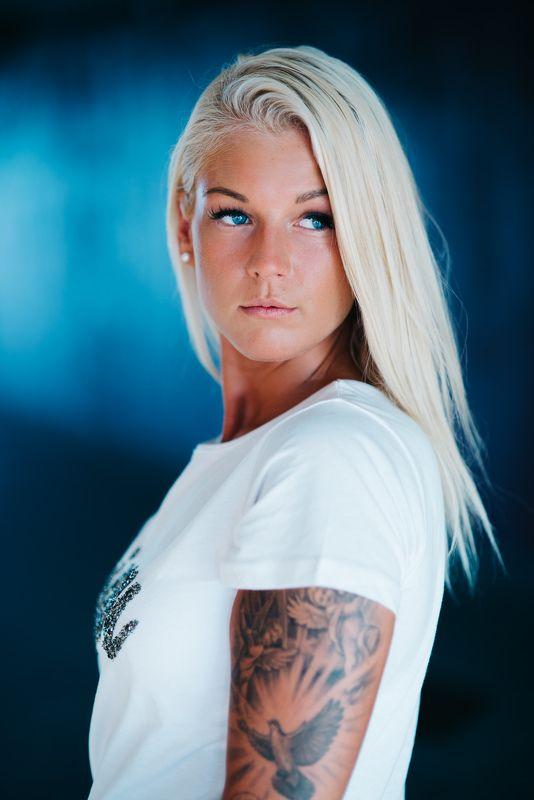 #blonde #blueeays Blue eaysphoto preview