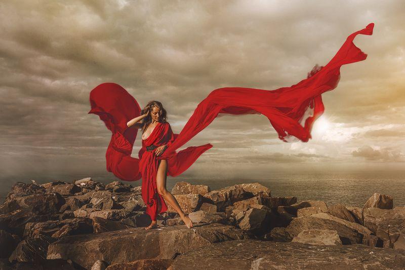 девушка ткань красная ткань на ветру море тучи небо апокалипсис мироздание ню грудь камни На грани мирозданияphoto preview