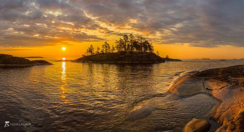ладожское озеро, карелия, шхеры, лето, берег, фототур, остров, путешествие, плавание, вода, солнце, рассвет, тучи, Червонное золотоphoto preview