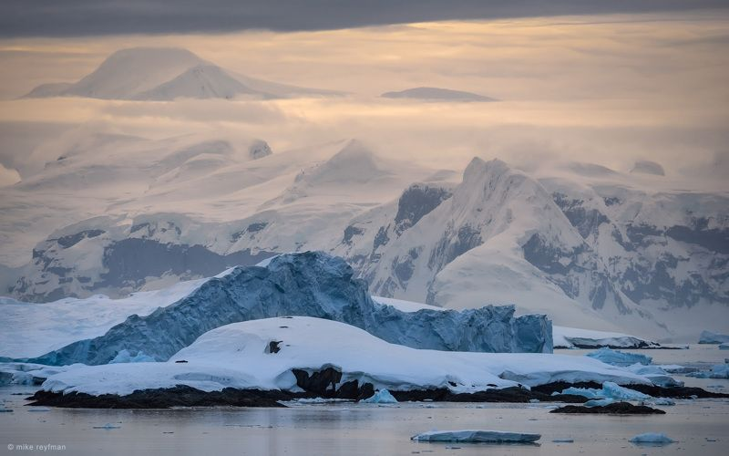 gerlache strait, palmer archipelago, antarctic, ice, snow, moody Пасмурный вечер в Проливе Жерлашphoto preview