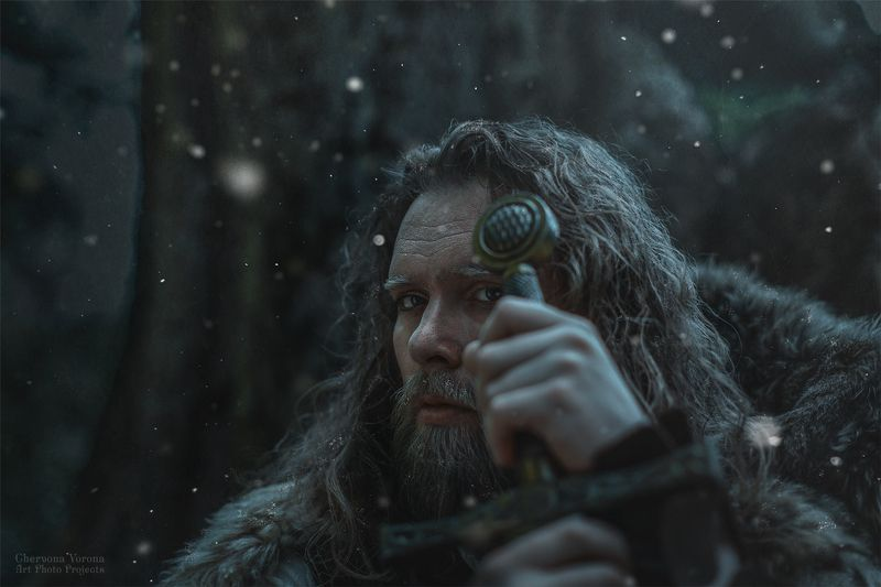 воин, зима, играпрестолов,меч, фентези дозор на стенеphoto preview