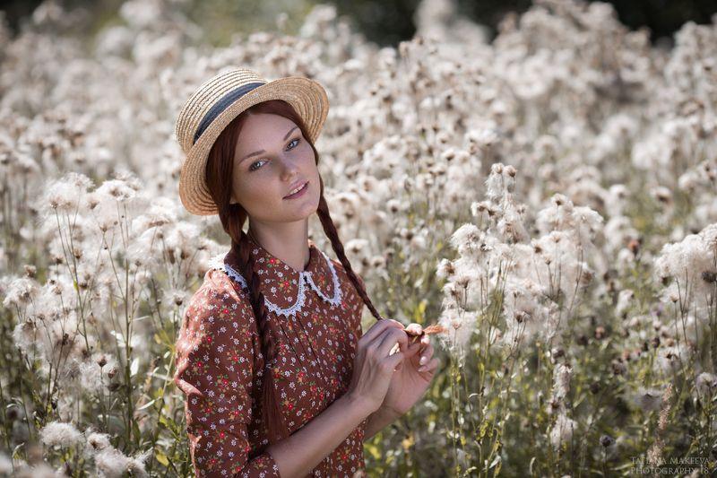лето девушка поле цветы воздушное шляпка платье винтаж портрет веснушки рыжая пленер Летние этюдыphoto preview
