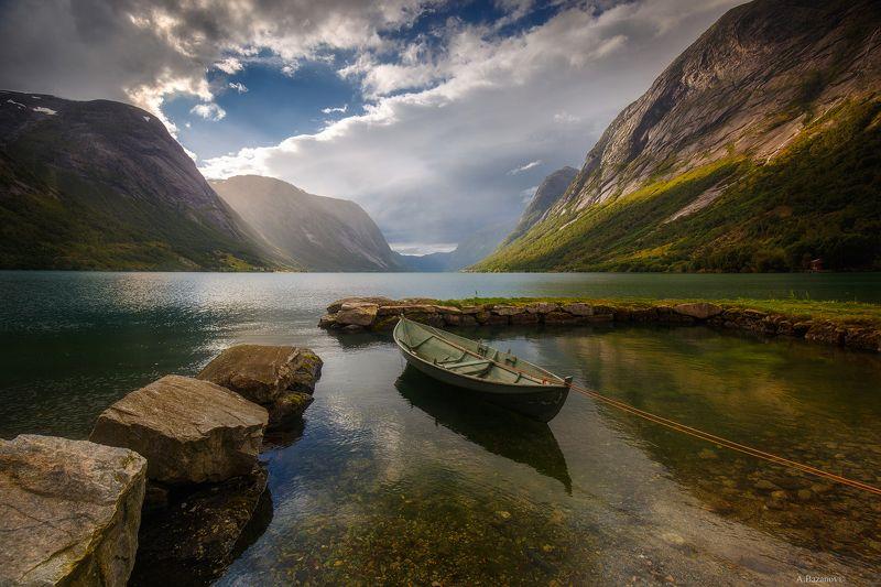 Одинокая лодочкаphoto preview