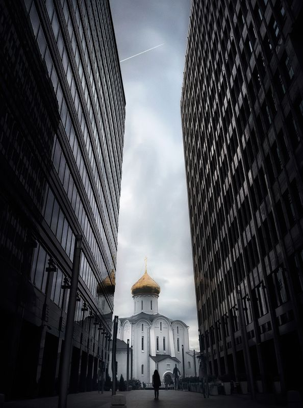город, архитектура, москва, церковь, небоскребы  Путиphoto preview