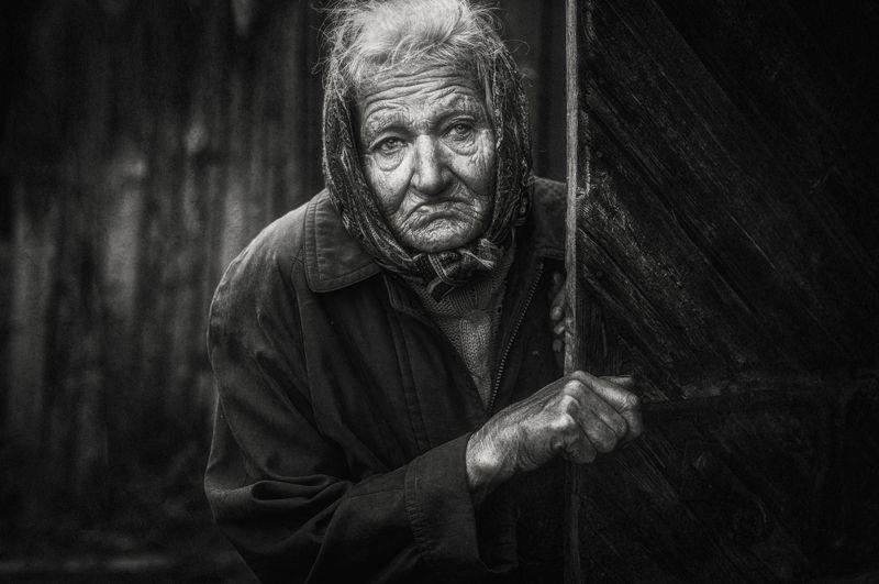 portrait,blackandwhite.old,light,портрет,человек Взгляд из глубокой деревниphoto preview