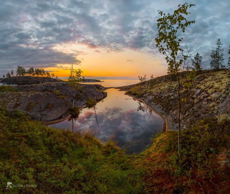 Пруд на берегу островаphoto preview