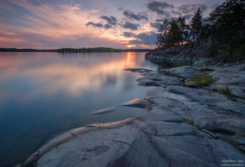 ладога,пейзаж,природа,вечер,закат, остров,россия,озеро,небо,вода,берег,камни,линии Закат на Ладогеphoto preview
