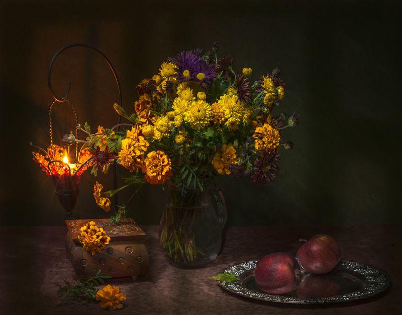 вечер,цветы,яблоки,свеча,шкатулка,натюрморт Последний вечер уходящего летаphoto preview