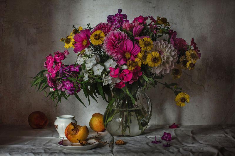 натюрморт, стекло, кувшин, цветы, фрукты, нектарины До свиданья, лето, до свидания!photo preview