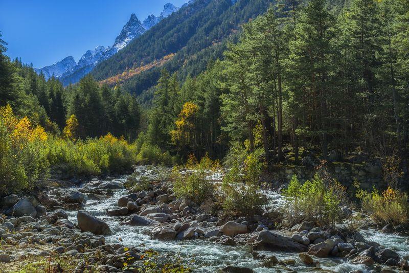 Полдень в ущелье Адыр-Суphoto preview
