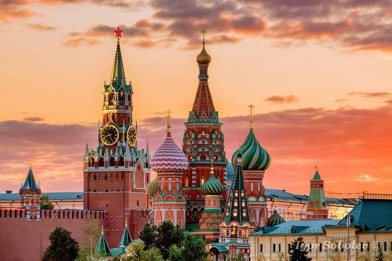 москва, кремль, вечер, закат, облака, спасская башня, собор василия блаженного, moscow, kremlin, evening, sunset, clouds, spassky tower, st. basil\\\'s cathedral Теплый вечер у Московского кремляphoto preview