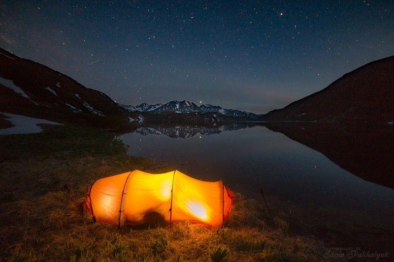 вулкан,камчатка,кольдера,фототур,ночь,звезды,млечный путь,кратер,горы,огонь,путешествие,экспедиция,треккинг,пейзаж,озеро Гармонияphoto preview