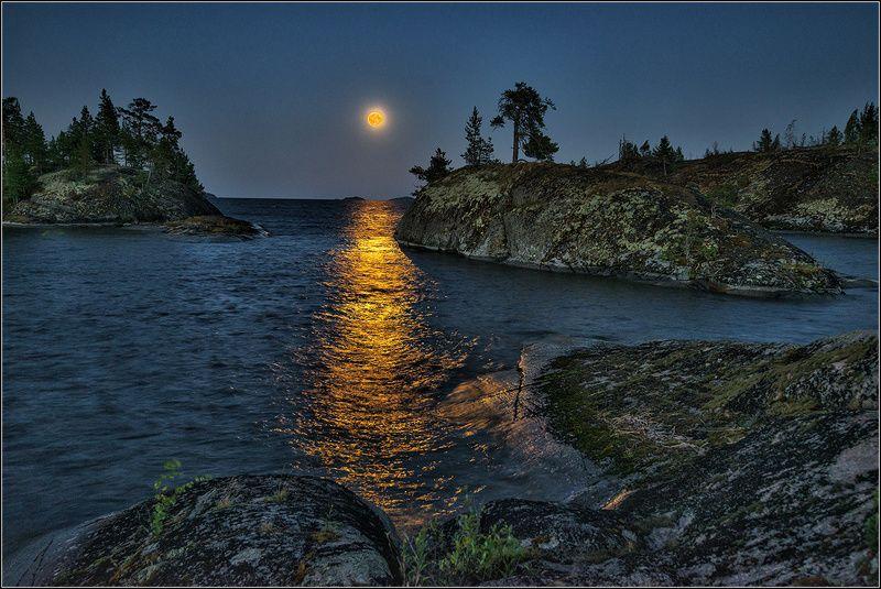 карелия, ладожское озеро, вечер, луна, дорожка, острова Восход полной луныphoto preview