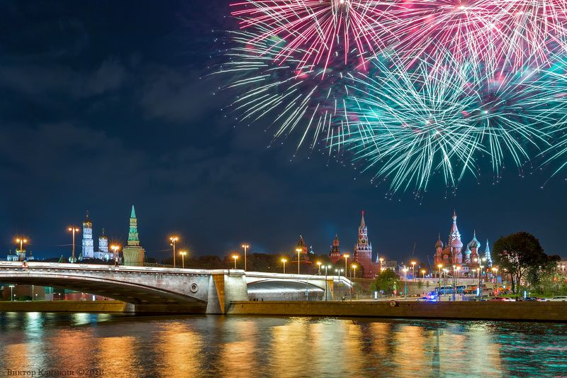 москва, салют, праздник, кремль, река, спасская башня, вечер Салют в Москвеphoto preview