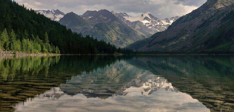 алтай. среднее мультинское озеро. В вечернем свете.photo preview