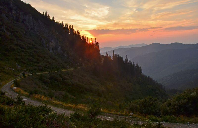 карпаты, горы, мармаросский массив, вечер, закат, сентябрь Солнышко садилосьphoto preview