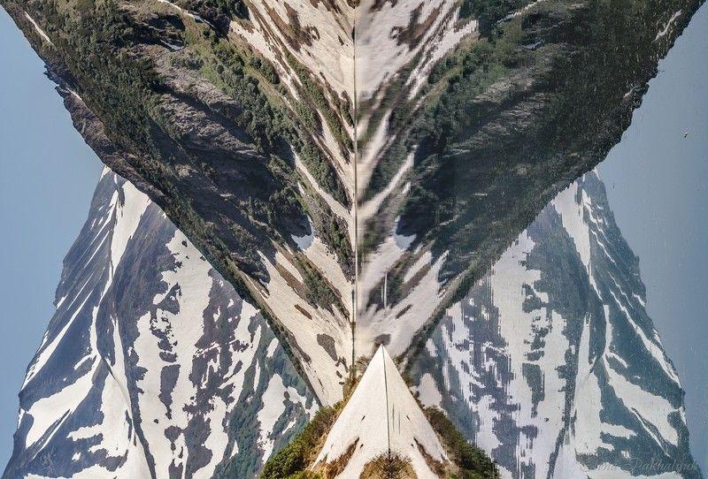 россия,вулкан,камчатка,кольдера,фототур,отражения,кратер,путешествие,экспедиция,треккинг,пейзаж,озеро,горы,снег,день,россия В Зазеркальеphoto preview