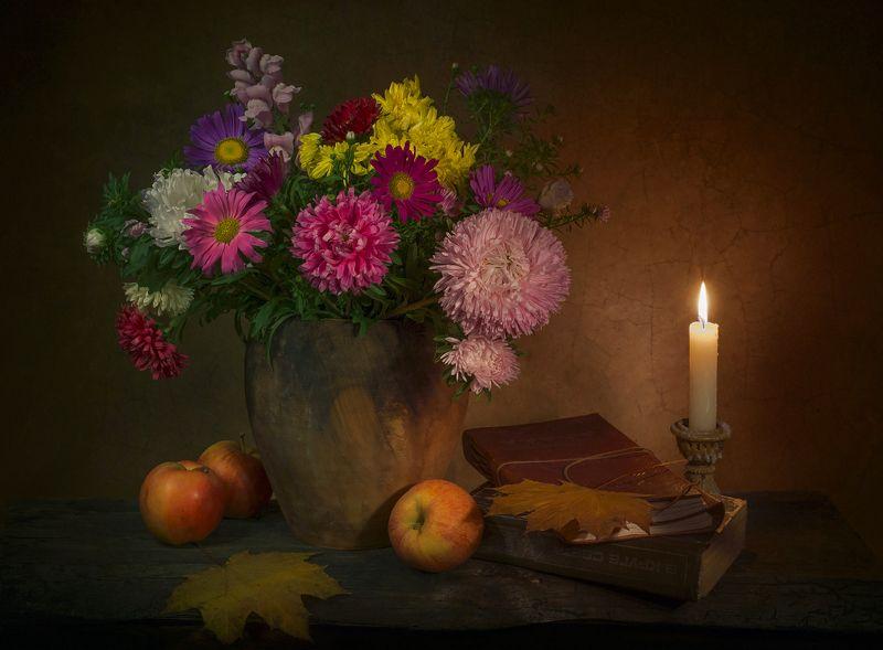 цветы, яблоки, книги, свеча, натюрморт Осенней ночью...photo preview