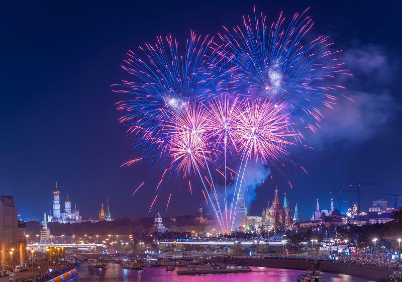 москва, салют, день города, река, кремль, зарядье День города в Москвеphoto preview