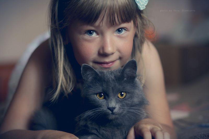 жанровый портрет, девочка, кошка Большие друзьяphoto preview