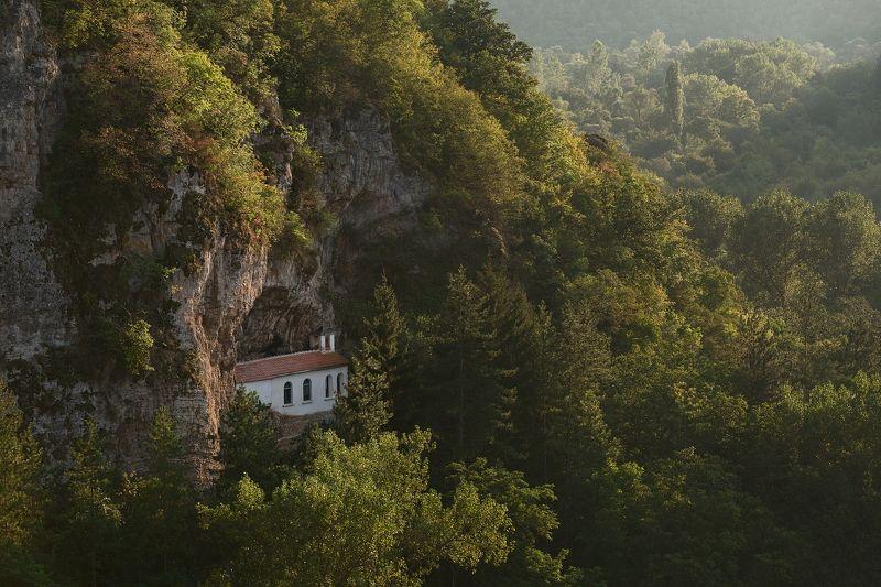 Маленький монастырь в Болгарииphoto preview