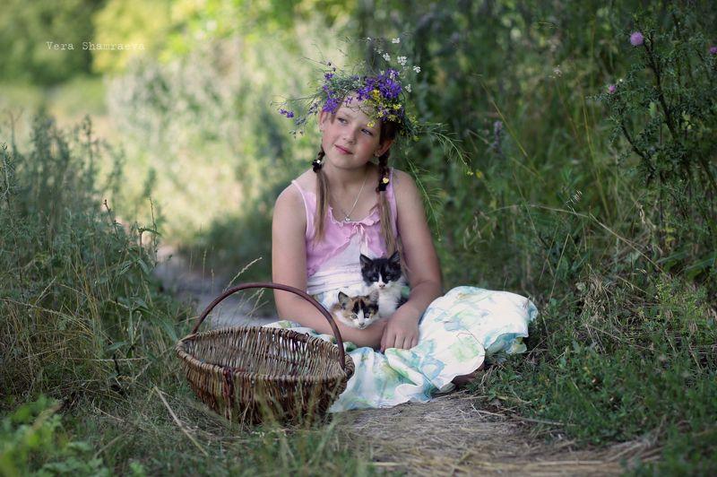 котята, девочка, постановка Малышиphoto preview
