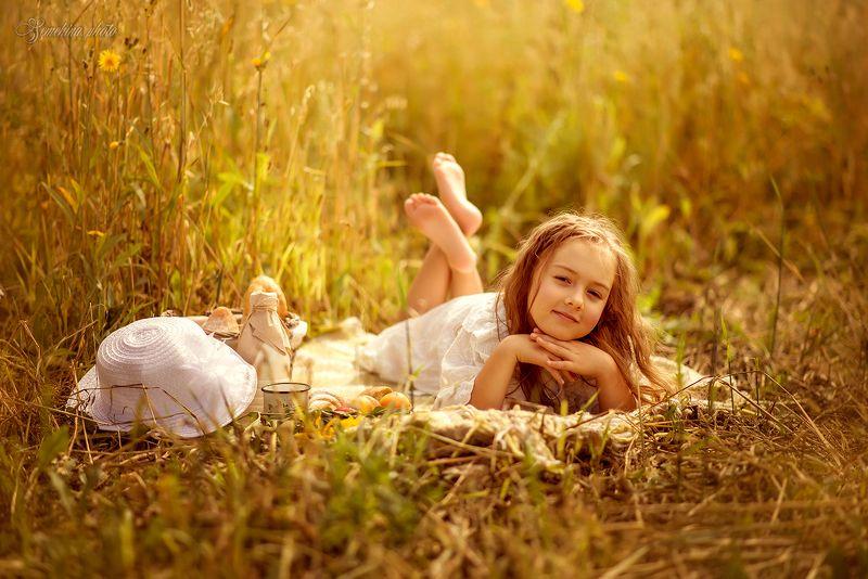 девочка, ребенок, поле, лето, жара, закат, girl, child, field, summer, hot, sunset photo preview