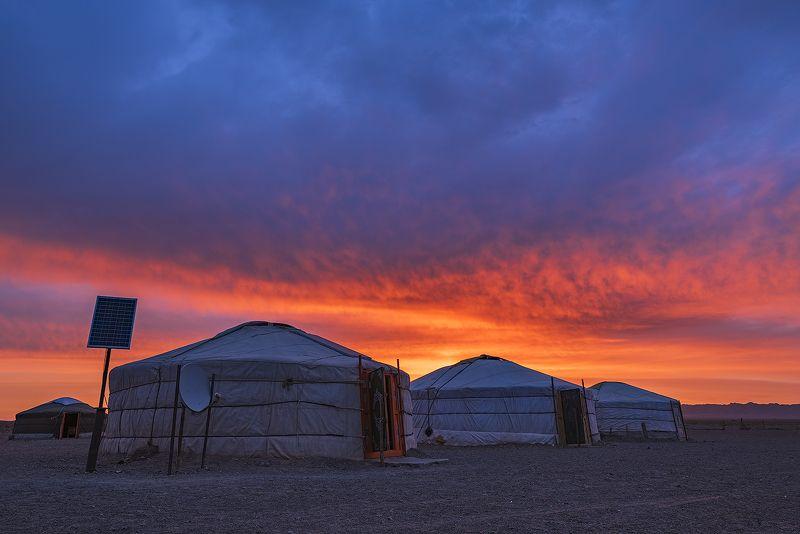 монголия, гоби, рассвет, юрта, пустыня Утро в Гобиphoto preview