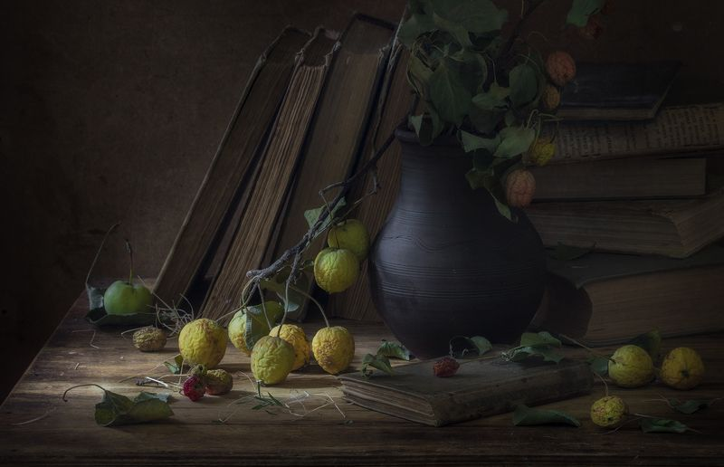 натюрморт,книги,яблоки Осеньphoto preview