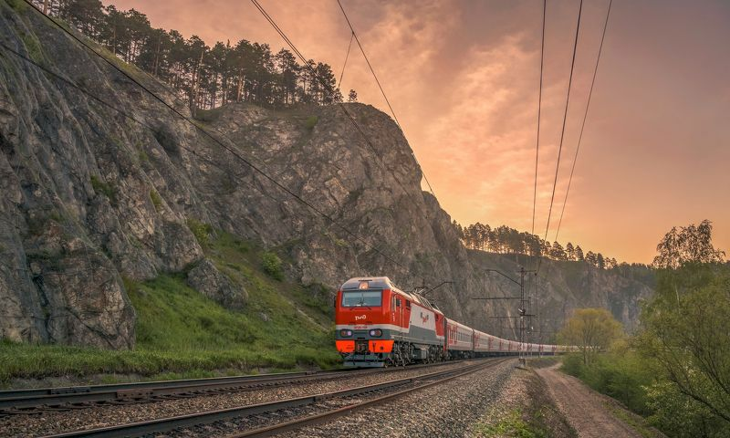 жд, железная дорога, поезд, россия,  пейзаж, skrylov, skrylov_official, рассвет, электровоз, пассажирский, поезд, лето, утро, челябинская область. вязовая, юрюзань, горы, скалы ***photo preview
