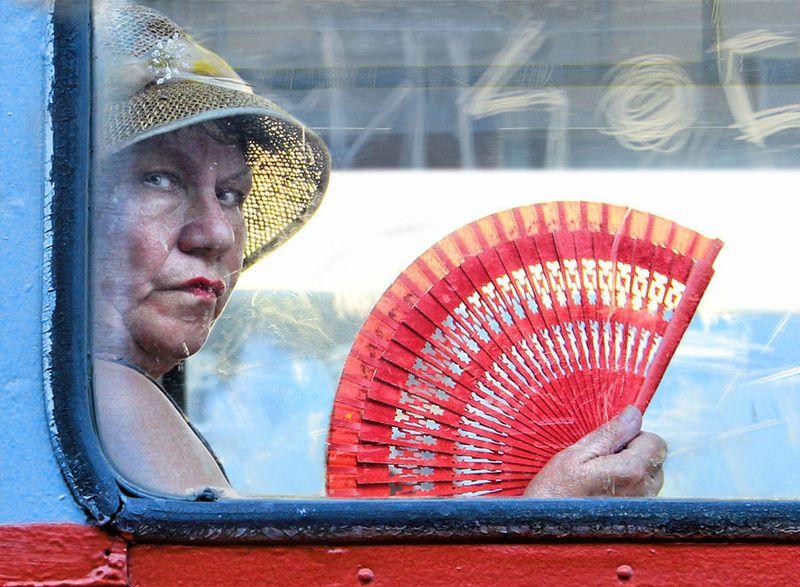 транспорт, женщина, веер, шляпа .........photo preview