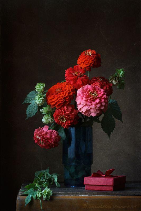натюрморт, цветы, красный, цинии, хмель Красный букетphoto preview