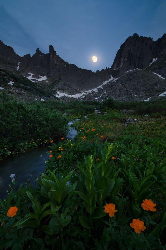 Ергаки, оз. Горных духов в лунный полденьphoto preview