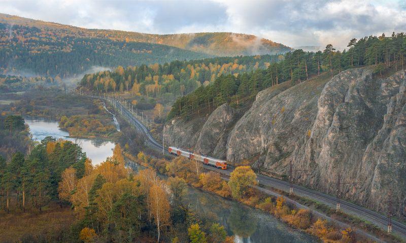 жд, железная дорога, поезд, россия,  пейзаж, skrylov, skrylov_official,  юрюзань, вязовая, челябинская область, река, горы, скалы, осень, электричка, электропоезд туман, утро, рассвет ***photo preview
