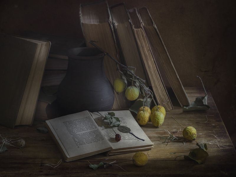натюрморт,яблоки,книги Осеньphoto preview