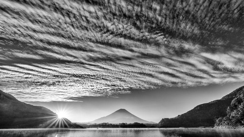 Fuji,mountain,Japan,cloud,lake,water,sun,sunrise,sunshine,amazing,beautiful A row of cloudsphoto preview