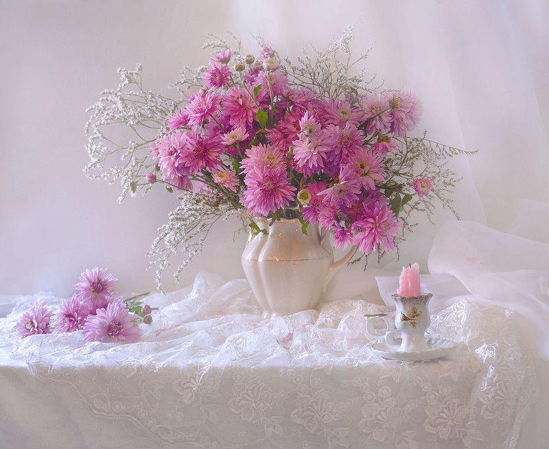 still life,натюрморт, цветы, хризантемы, фото натюрморт, фарфор, сентябрь, свеча, подсвечник, осень, Пленяют сердце хризантемы...photo preview