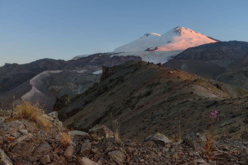 Эльбрус с юго-востока и востокаphoto preview
