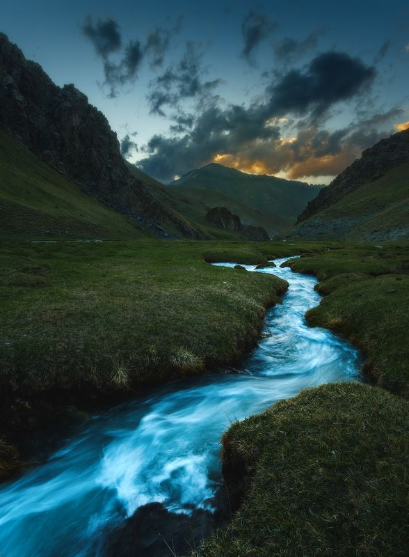 киргизия, кыргызстан, средняя азия, горы, каньон, скалы, пейзаж, весна, ущелье, река, закат Горная рекаphoto preview