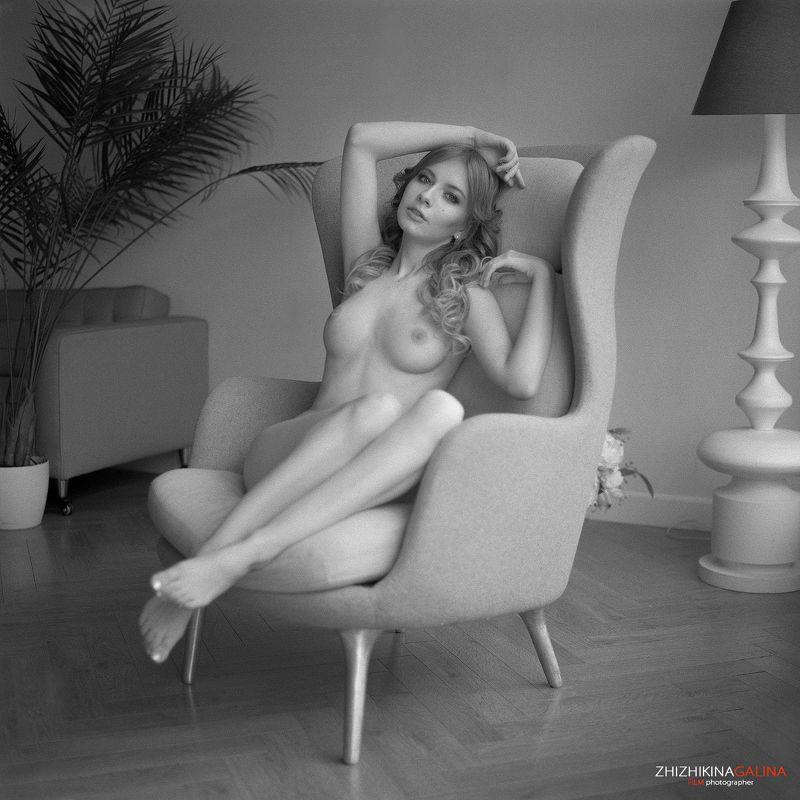 nude, artnu, film, 6x6, bw, girl, portrait, woman, девушка, портрет, ню, артню, чб, пленка, руки, прикосновение, лицо, водка Она не знала как его зовут...photo preview