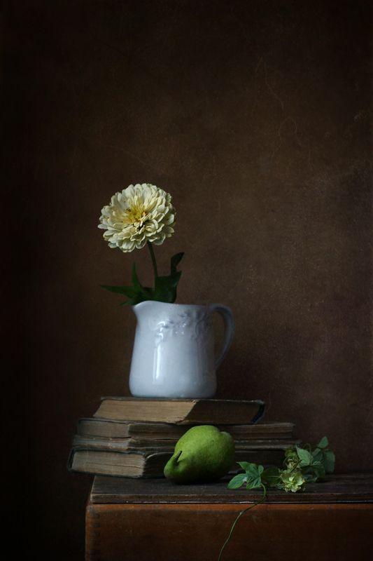 натюрморт, груша, цветы Этюд с зеленой грушейphoto preview